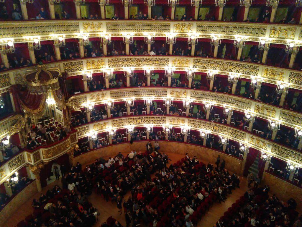 Neapol, teatr San Carlo