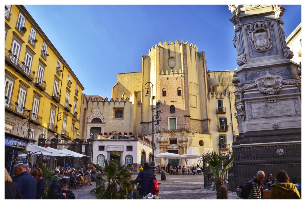 Spaccanapoli Piazza San Domecno Maggiore